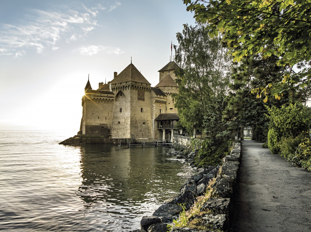 SWISS CITY MONTREUX Schweiz. ganz natuerlich. Abendstimmung ueber dem Schloss Chillon, Veytaux. Switzerland. get natural. Evening mood by the Chillon Castle, Veytaux. Suisse. tout naturellement. Ambiance du soir par le Chateau de Chillon, Veytaux. Copyright by: Switzerland Tourism - By-Line: swiss-image.ch/Markus Buehler-Rasom